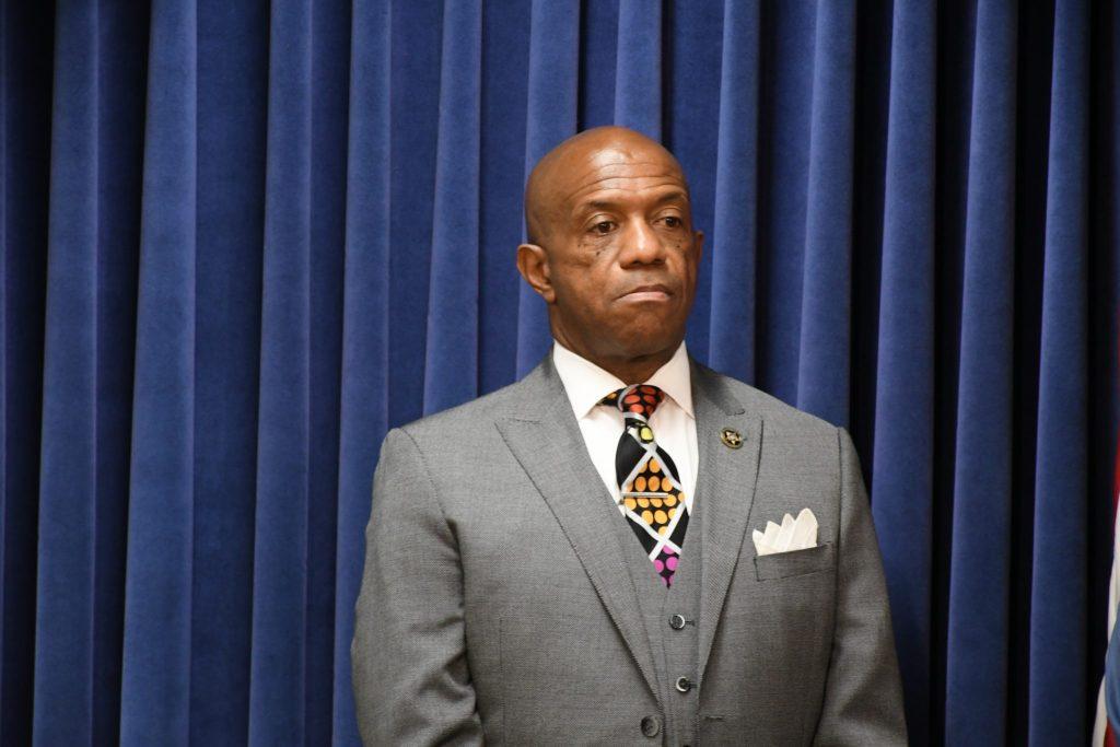 El Alguacil McFadden rechaza tácticas del ICE
