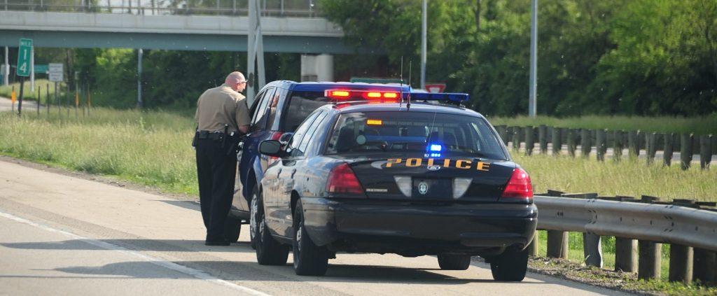 paradas de tránsito a conductores latinos en Carolina del Norte