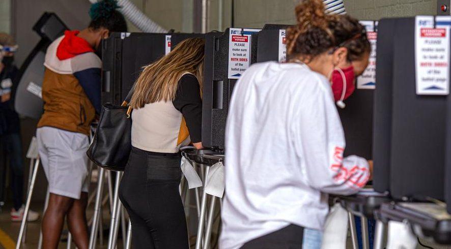 votantes latinos por correo