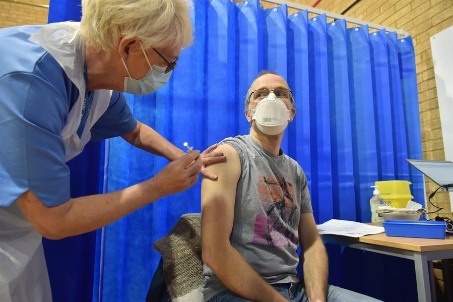 Recomiendan-no-vacunar-a-alergicos-severos-tras-la-reaccion-en-2-personas