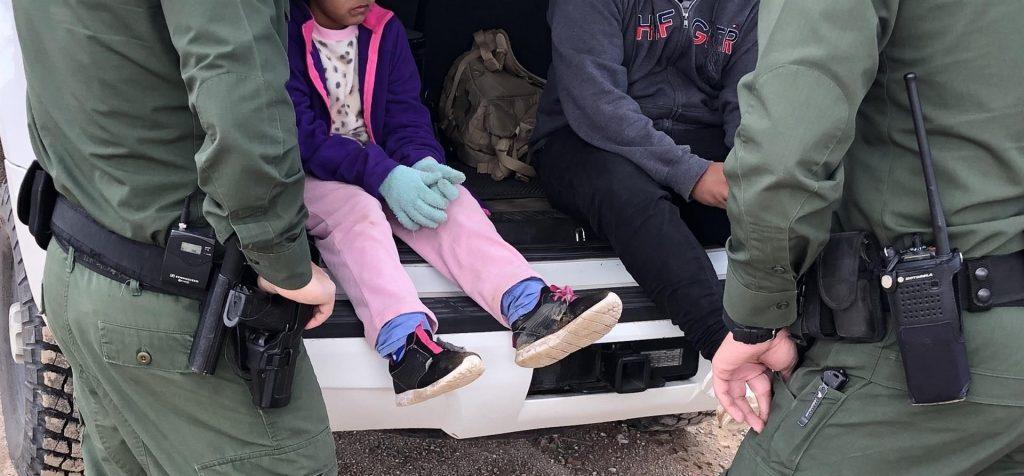 albergue de niños inmigrantes podrá ser habilitado en Escuela de Greensboro