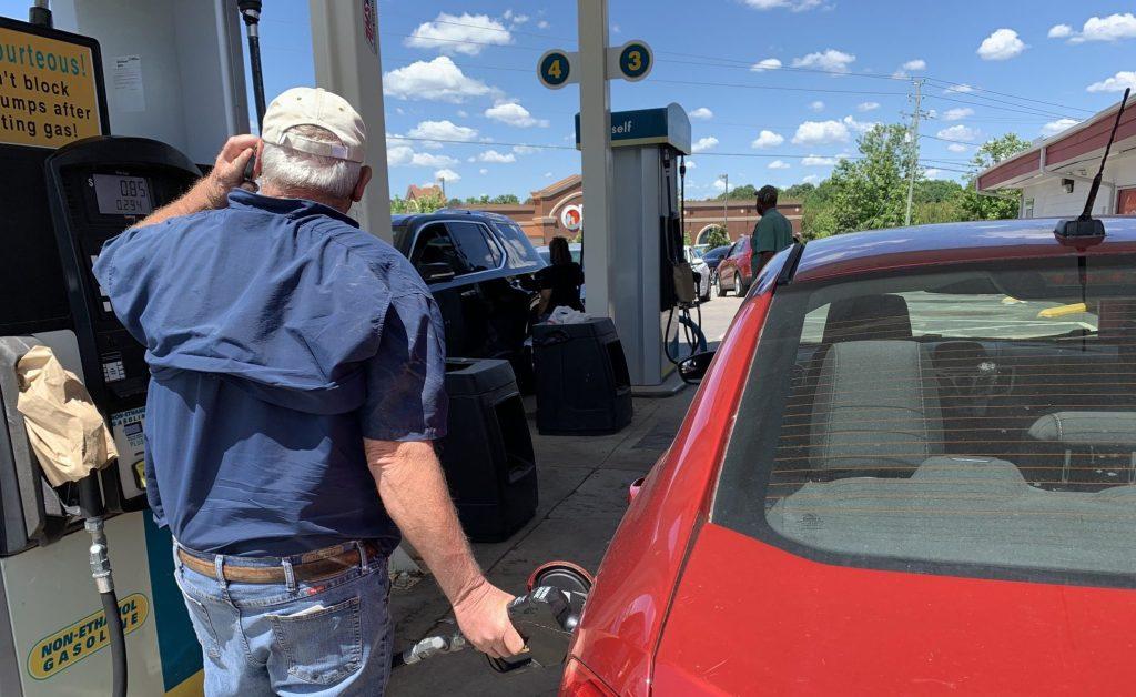 Precios de la Gasolina en Carolina del Norte seguirán subiendo por la situación del Oleoducto Colonial