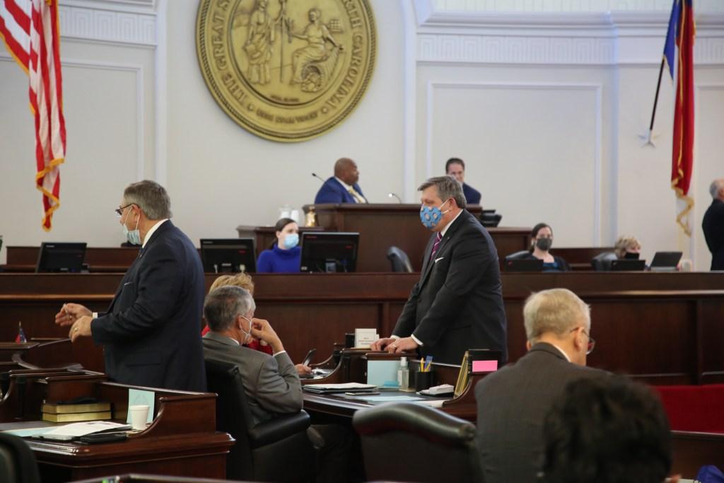 492 proyectos de ley fueron aprobados por la Cámara de Representantes y el Senado de Carolina del Norte